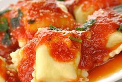 Tuscan Vegetable Minestrone Soup with Fresh Basil Chiffonade. Sopa Minestrone de Verduras Estilo Toscano con Albahaca Fresca Chiffonade